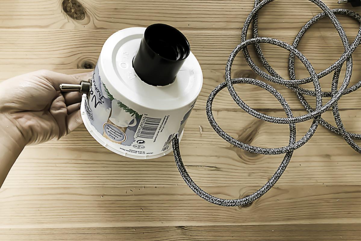 Partie 8 de la réalisation du DIY lampe en béton