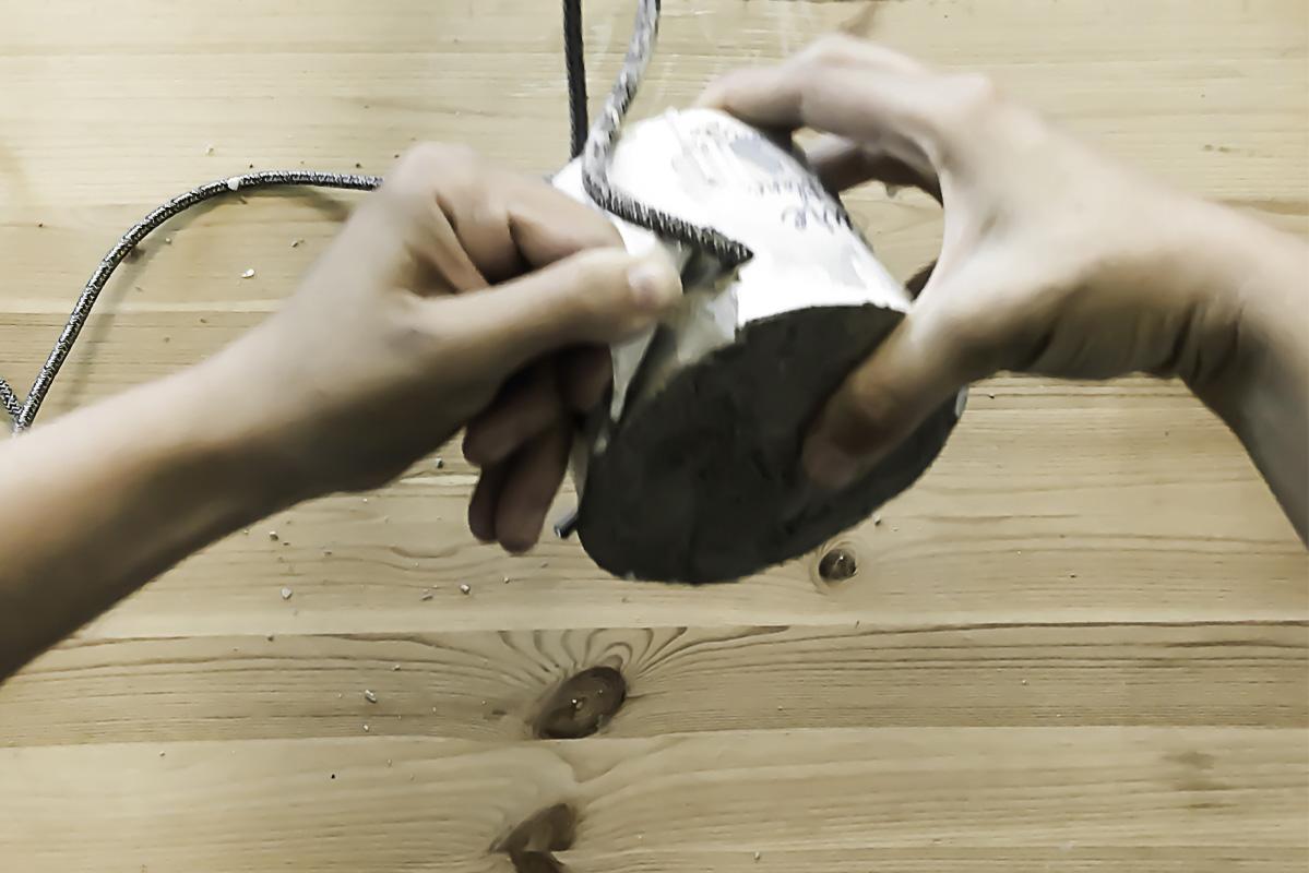 Partie 12 de la réalisation du DIY lampe en béton