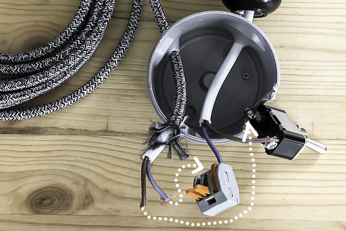 Partie 4 de la réalisation du DIY lampe en béton
