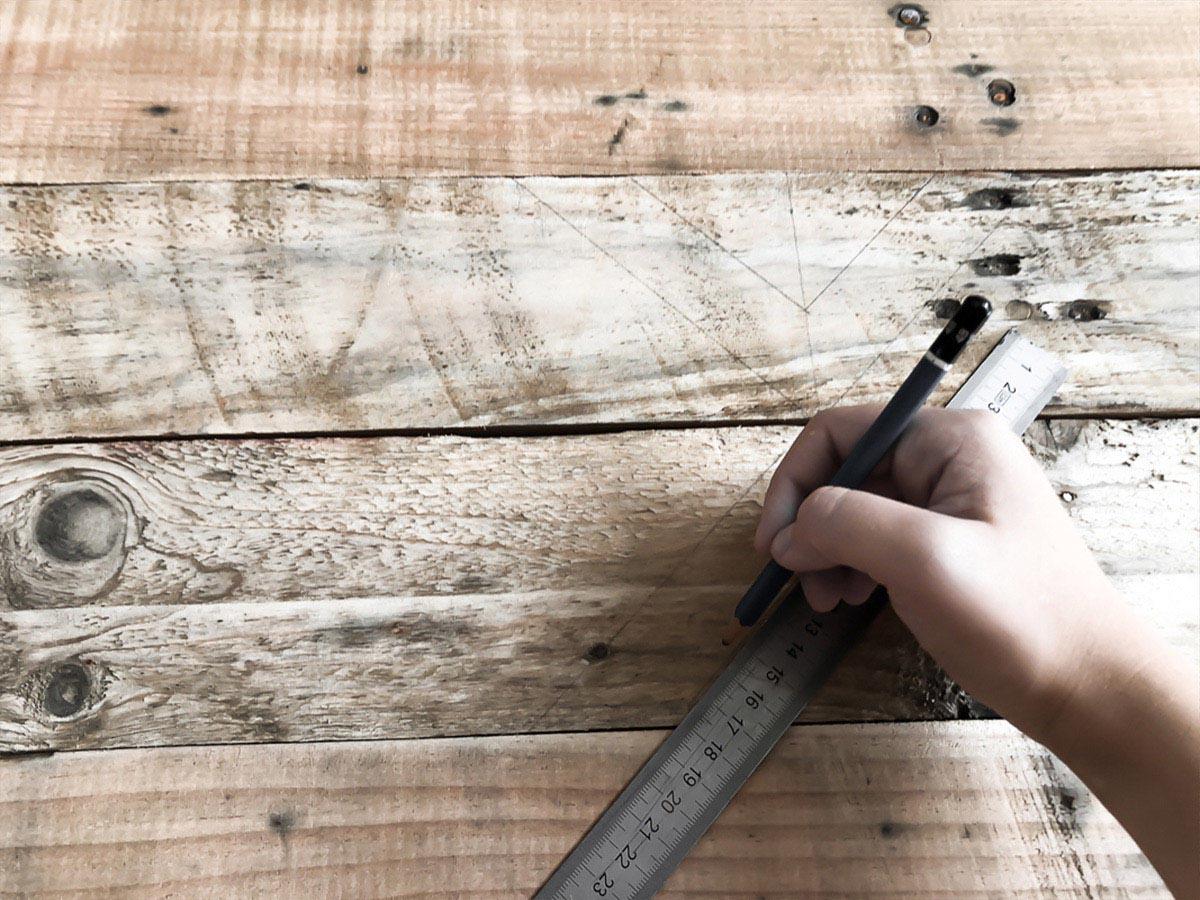 Déco murale en bois recyclé DIY 7
